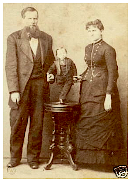 General Mite posing with his parents?